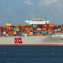 0OOCL container ship