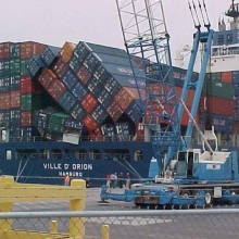fallen-containers-on-container-ship